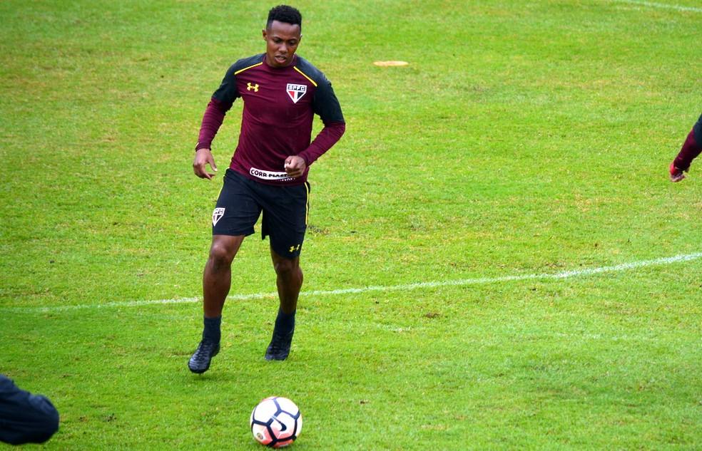 Wellington treina no São Paulo: futuro do volante no clube é incerto, em meio ao processo de redução de elenco (Foto: Érico Leonan / saopaulofc.net)