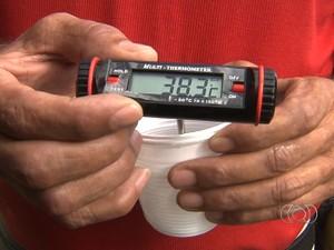 Água da cisterna registra mais de 38ºC. (Foto: Reprodução/ TV Anhanguera)