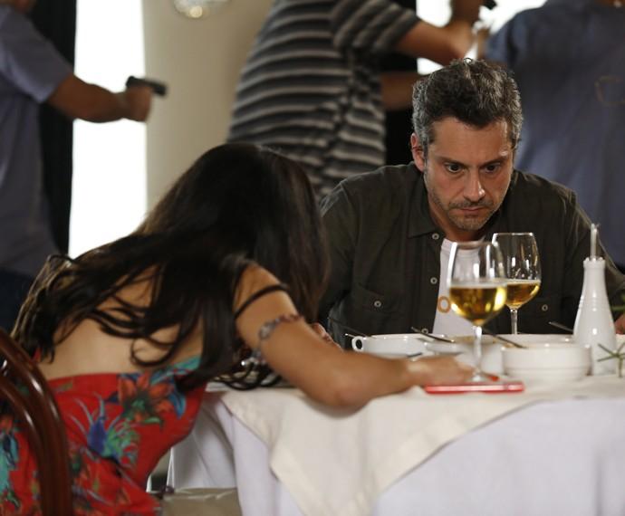 Romero e Tóia vão ficam tensos com assalto (Foto: Ellen Soares/Gshow)