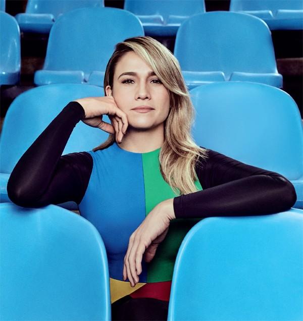 Fernanda Gentil na capa de agosto da Marie Claire (Foto: Bob Wolfenson / Edição de moda: Larissa Lucchese)