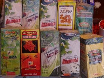 Vários produtos sem autorização foram apreendidos durante a fiscalização (Foto: Renan Holanda / G1)