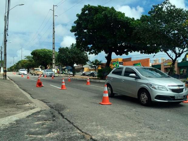 Avenida Bernardo Vieira tem trecho fechado para o trânsito no entorno da Arena (Foto: Fernanda Zauli/G1)