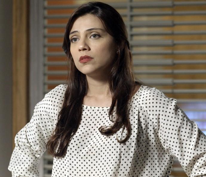 Anita não acredita nas palavras de Carola (Foto: TV Globo)