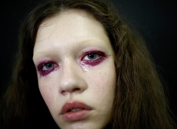 Maquiagem de gloss nos olhos (Foto: Thiago Bernardes / Ed. Globo)
