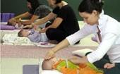 Bebês se acalmam fazendo ioga com mães (Bebês se acalmam fazendo ioga com mães  (Filha já gastou R$ 95 mil para 'congelar' o pai (Anna Gabriela Ribeiro/G1)))