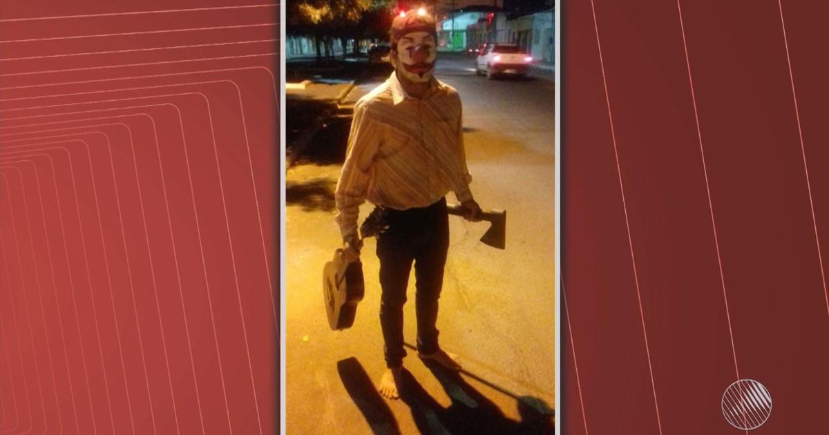 Jovem vestido de 'palhaço sinistro' é detido ao assustar pessoas na Bahia