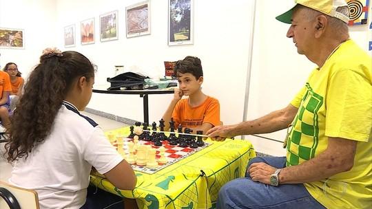 José de Paula desperta o interesse de jovens e adultos pelo xadrez