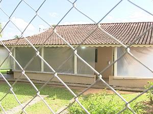 Reforma em escola do bairro Rio Acima seria feita em 15 dias (Foto: Reprodução/TV TEM)