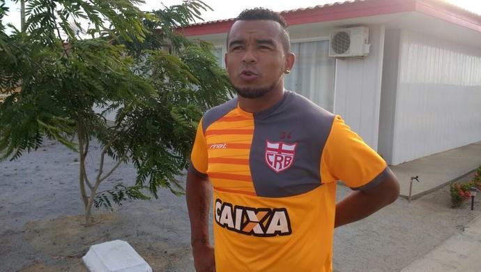 Zé Carlos, atacante do CRB; lesão nas costas (Foto: Denison Roma / GloboEsporte.com)
