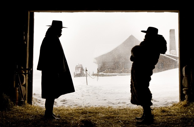 (L-R) SAMUEL L. JACKSON and DEMIAN BICHIR star in THE HATEFUL EIGHT. Photo: Andrew Cooper, SMPSP© 2015 The Weinstein Company. All Rights Reserved.  (Foto: Divulgação)