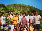 Paula Morais posa com família de Ronaldo: 'Privilegiada por fazer parte'