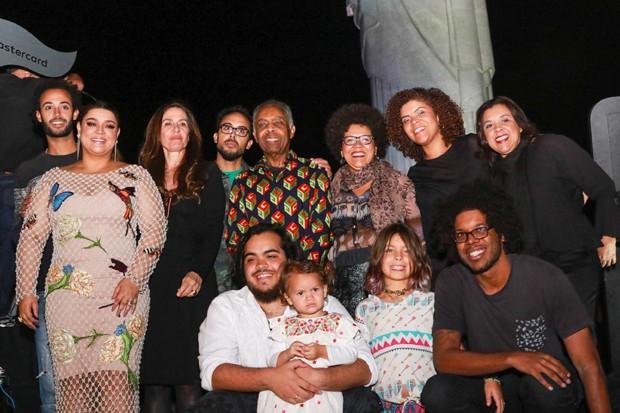 Família Gil reunida no palco após o show de Preta e Gilberto (Foto: Daniel Janssens)