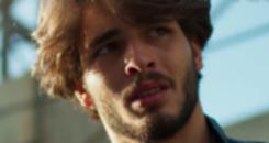 No fim de 'Malhação', Roger procura centro de reabilitação  (TV Globo)