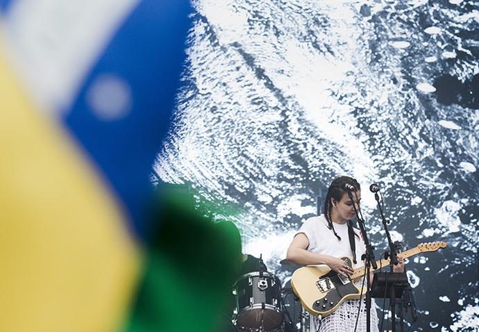 A bandeira brasileira tremulou em homenagem ao Of Monsters and Men (Foto: Raphael Dias/Gshow)