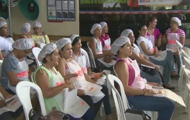 Donas de casa, estudantes, profissionais da gastronomia e curiosos participaram do curso (Foto: Amazônia TV)