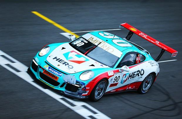 Ao fim das 117 voltas, a vitória ficou com a dupla Felipe Fraga/JP Mauro (Foto: Luca Bassani/PorscheCup)