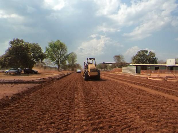 Obras de pavimento asfáltico foram iniciadas em abril do ano passado (Foto: Divulgação/EHL)