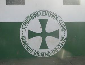 Escudo do Cruzeiro de Honório Bichalho (Foto: Gabriel Medeiros / Globoesporte.com)