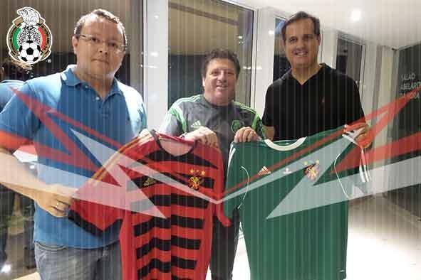 Miguel Herrera com a camisa do Sport