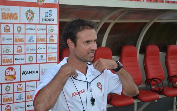 Técnico Sidney Moraes tem problema para montar o Boa Esporte. (Foto: Tiago Campos / Globoesporte.com)