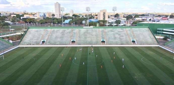 Cresspom e Audax/Corinthians definiram a vaga na final nesta quinta, no estádio Bezerrão (Foto: Dani Ramalho / TV Globo)