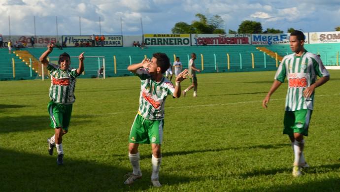 Tety marca mais um na vitória do Tocantinópolis sobre o Palmas (Foto: Dirceu Leno/TocNotícias)