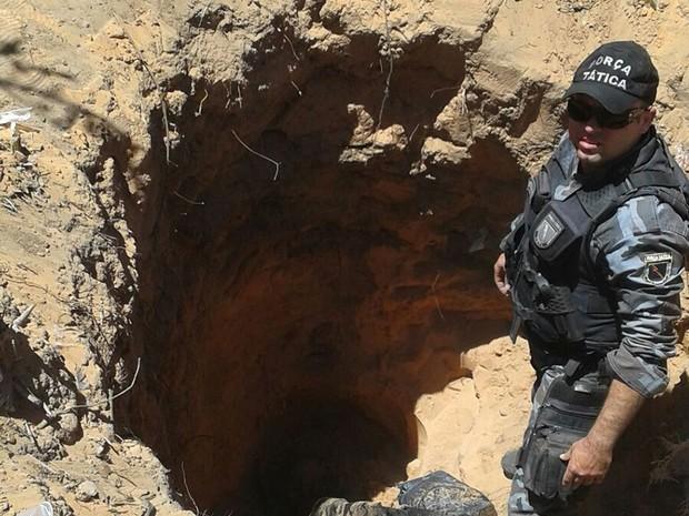 Marido enterrou o corpo da esposa no quintal de casa  (Foto: Divulgação/ Polícia Civil)