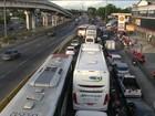 Cidades vivem dia de corrida aos postos em busca de combustível