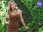 Look dia: Flávia Alessandra usa vestidinho de chamois no Rio