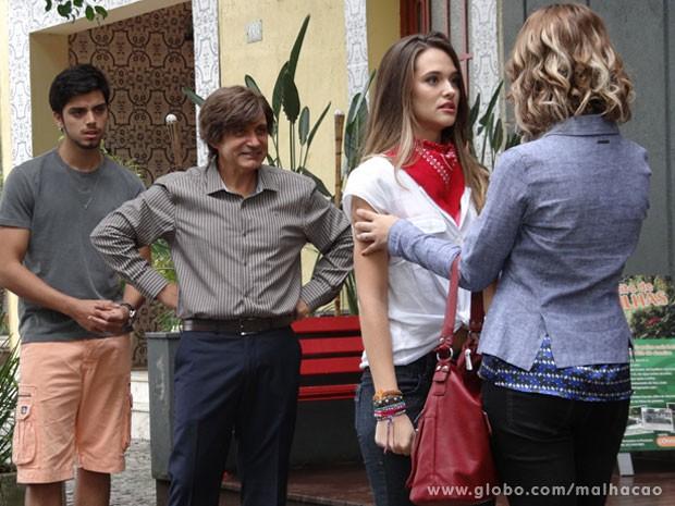 A Fatinha até que fica interessada com a proposta...imagina quando ela souber o valor do cachê! (Foto: Malhação / Tv Globo)