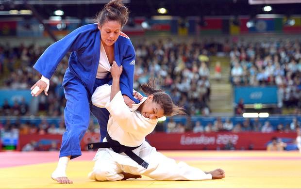 Sarah Menezes na luta de judô contra a francesa em Londres Olimpíadas (Foto: AFP)