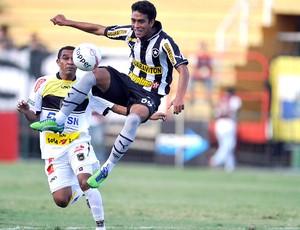 Lucas Zen jogo Botafogo Volta Redona (Foto: Fabio Castro / Agif)