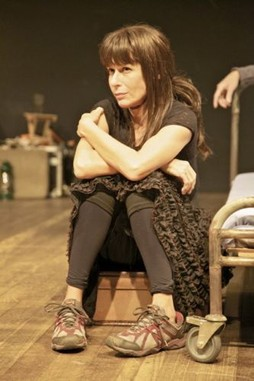 (Foto: Andrea Beltrão usará peruca no teatro/ Foto: Nil Caniné)