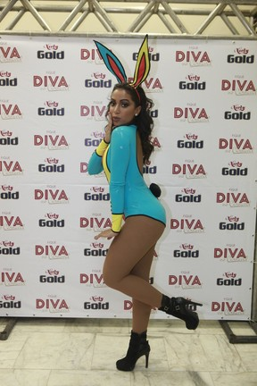 Anitta em bastidores de show na Zona Sul do Rio (Foto: Isac Luz/ EGO)