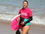 Grávida de sete meses, bodyboarder chama a atenção ao enfrentar ondas