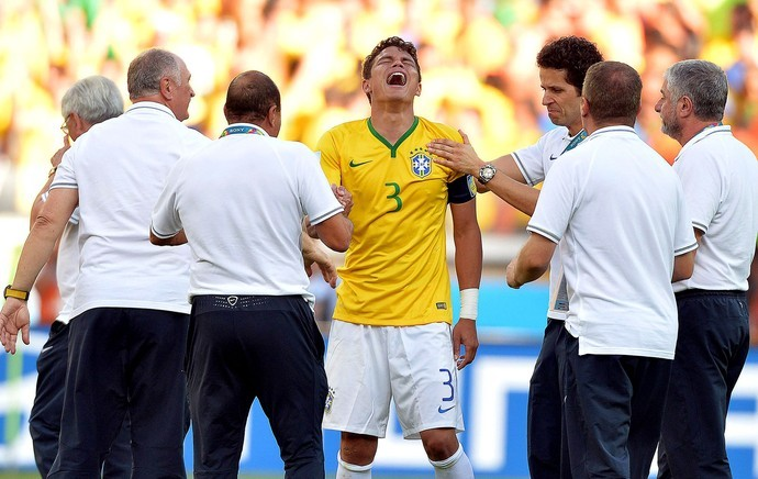 Thiago Silva chorando no jogo entre Brasil e Chile: psicológico da Seleção está sendo monitorado