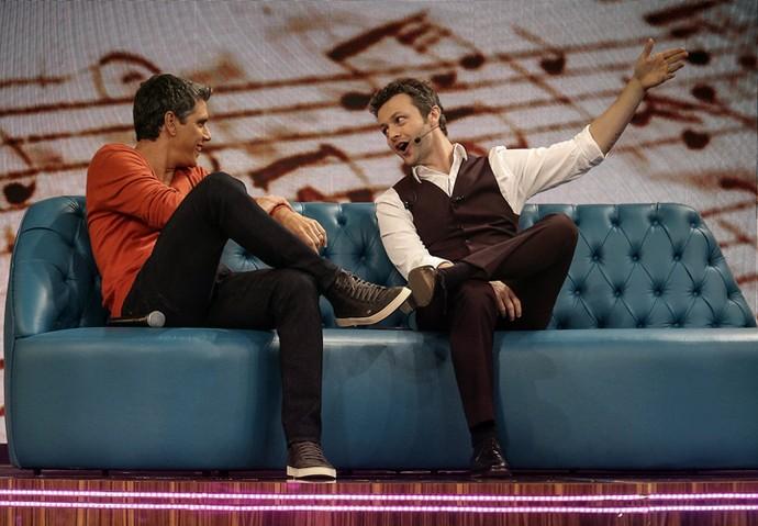 Marcio Garcia e Lucas Lima conversam antes da gravação (Foto: Raphael Dias / Gshow)
