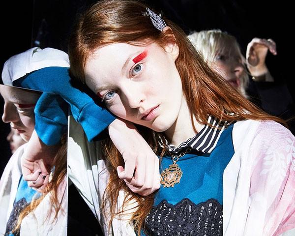 A maquiagem vermelha foi um destaque nas passarelas (Foto: Imaxtree)