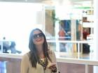 Com calça estilosa, Giovanna Lancellotti é fotografada em aeroporto
