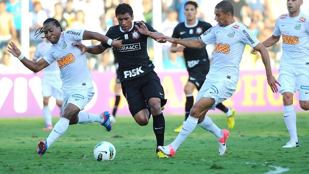 Paulinho corinthians Arouca santos (Foto: Marcos Ribolli / Globoesporte.com)