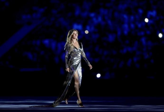 Gisele Bundchen na cerimônia de abertura (Foto: Jamie Squire/GettyImages)