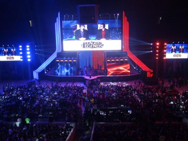 Palco da final de 'League of Legends' tem telão gigante que mostra partida (Foto: Gustavo Petró/G1)