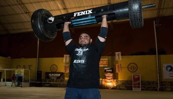 Thiago Aparecido é campeão sul-americano de Strongman na Argentina (Foto: Divulgação)