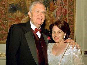 Joelmir Beting e sua mulher durante jantar em Nova York; coma é irreversível (Foto: Alcyr N. da Silva/Folhapress)