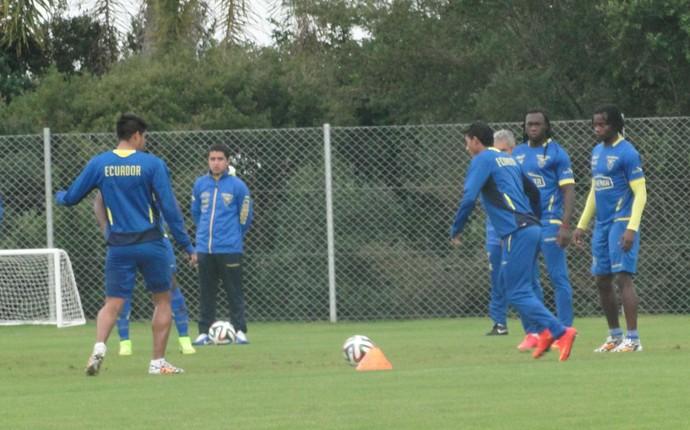 Seleção do Equador fez treino recreativo antes de embarque ao Rio de Janeiro (Foto: Laion Espíndula / GloboEsporte.com)