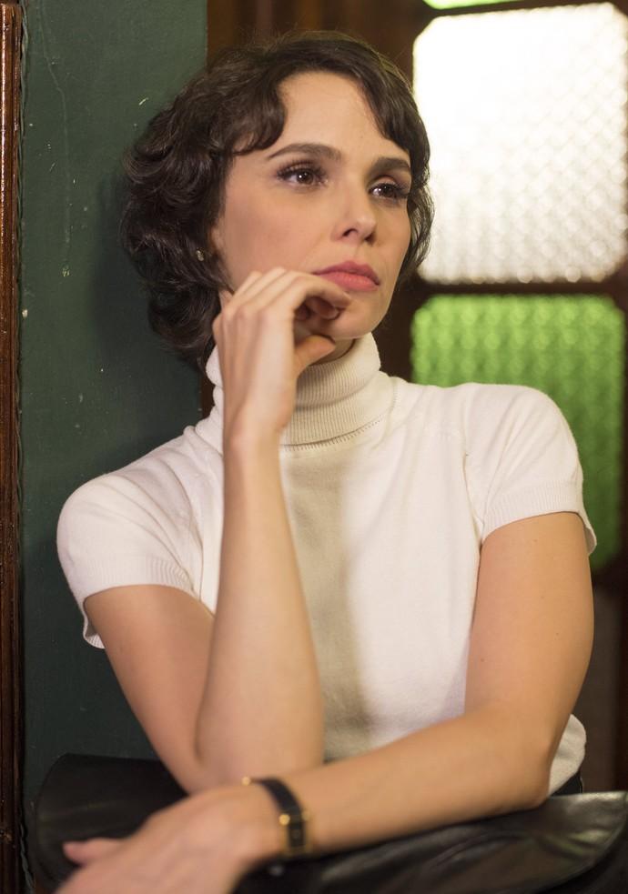 Débora teve que adotar cabelos curtinhos para a personagem Verônica (Foto: Globo/Estevam Avellar)