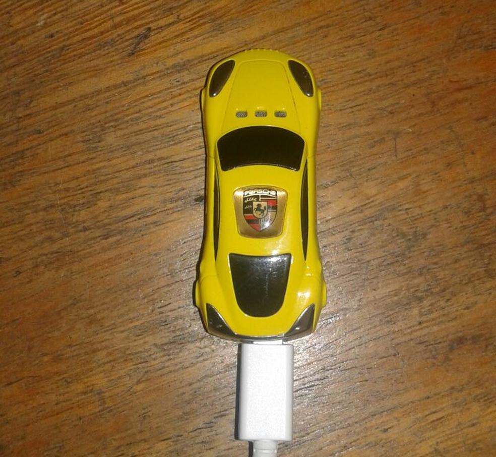 Celular em formato de carro foi engolido pelo preso durante revista  (Foto: Arquivo/Iapen)