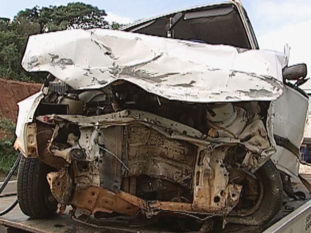 Segundo a polícia, motorista invadiu a pista contrária (Foto: Reprodução / TV Tem)
