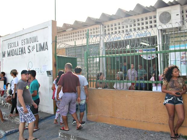 Mesários de escolas da 59ª zona eleitoral de Manaus ficaram sem almoço (Foto: Gabriel Machado/Do G1 AM)