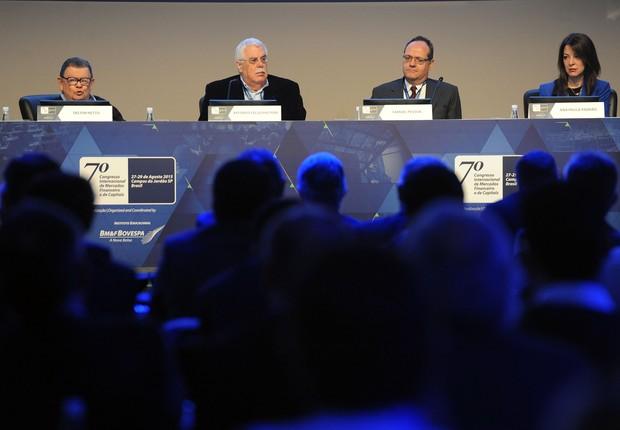 Delfim Netto, Affonso Celso Pastore e Samuel Pessoa (Foto: Luiz Prado / Agência LUZ/ BM&FBOVESPA)